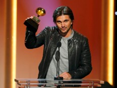 """Juanes accepts the award for best latin pop album for """"MTV Unplugged Deluxe Edition"""" at the 55th annual Grammy Awards in Los Angeles"""