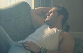 """Manu Tenorio publica el videoclip de """"Dime Por Qué NoVuelves"""""""