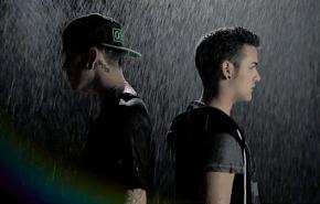 """Critika & Saik empapados en el vídeo de """"Un juguetemás"""""""